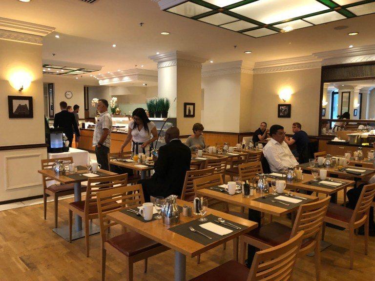寬敞的用餐空間,這天因為不少商務客,不好意思拍太多照片 圖文來自於:TripPl...