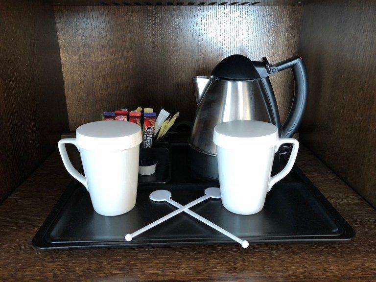 咖啡是普通即溶沖泡式咖啡,不是什麼高級貨,但備有熱水瓶很方便 圖文來自於:Tri...