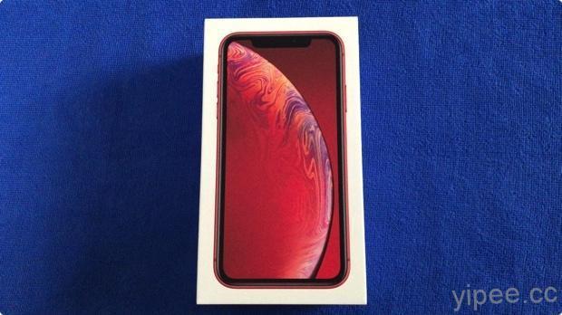 這次 iPhone XR 包裝盒的 iPhone 圖樣和 iPhone 顏色相同...