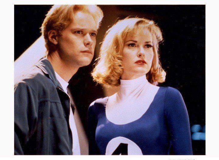 1994年版「驚奇4超人」中的隱形女與霹靂火。圖/摘自imdb