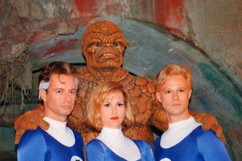 漫威超級英雄片稱霸全球票房10年,世界各地粉絲無數。然而在漫威影業成立之前,漫畫改編影片版權賣給其他電影公司,常常無法控制拍攝的品質。尤其在198、90年代,超級英雄電影並非好萊塢的主流,運氣好一些...