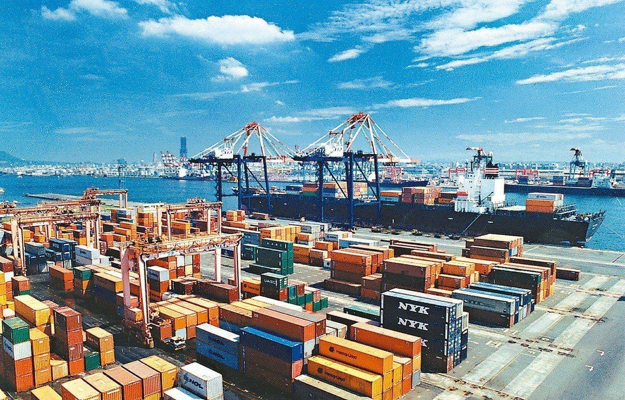 財政部今天公布,10月出口295.7億美元,為歷年單月第3高。 本報資料照片