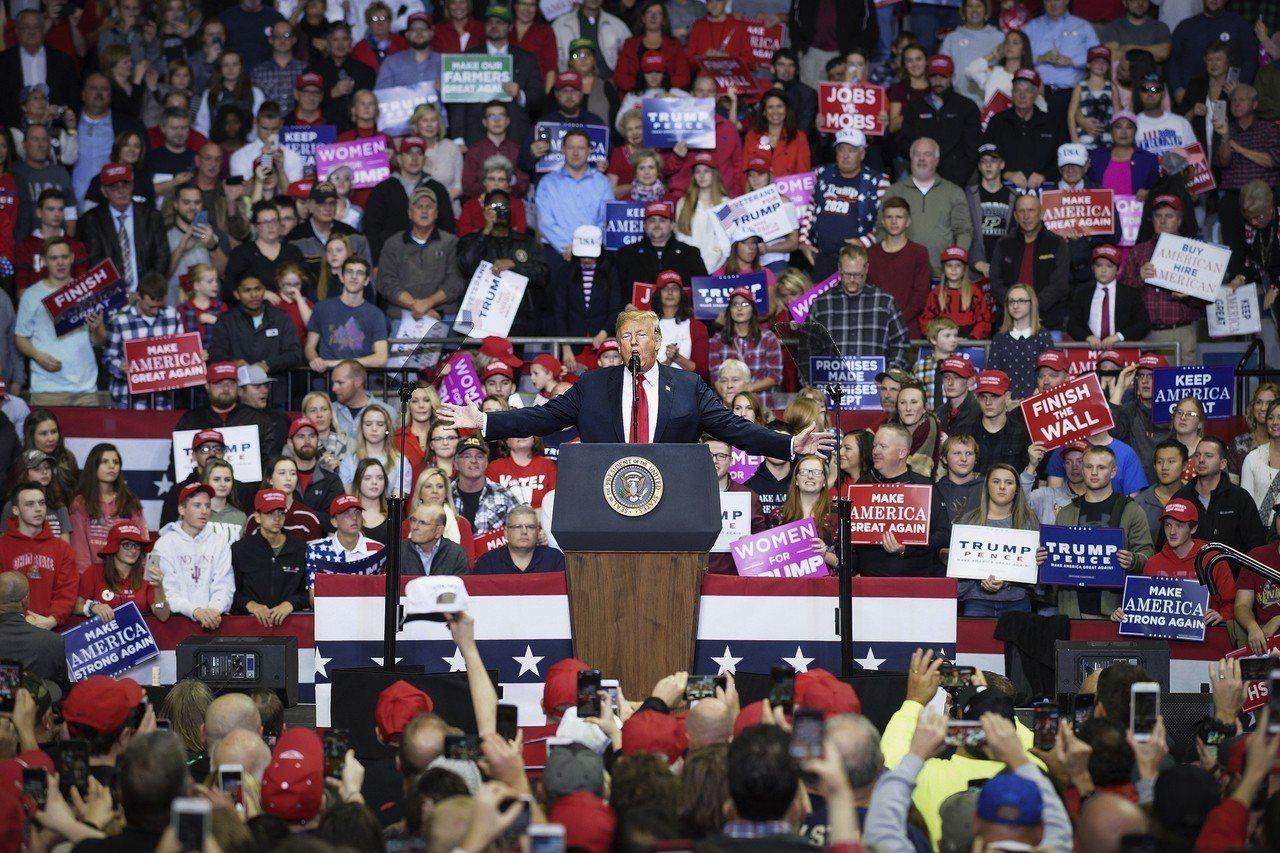 期中選舉失利,川普竟在推特發文表示這次選舉是「一大勝利」。 美聯社