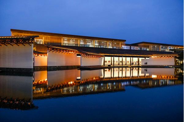 11月6日拍攝的烏鎮互聯網國際會展中心夜景。圖/新華社