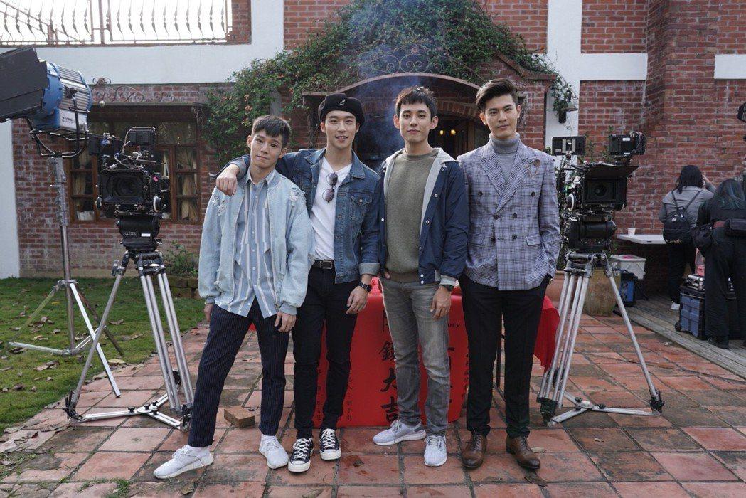 陳廷軒(左起)、卞慶華 、徐鈞浩、 吳承洋演出「圈套」。圖/CHOCO TV提供