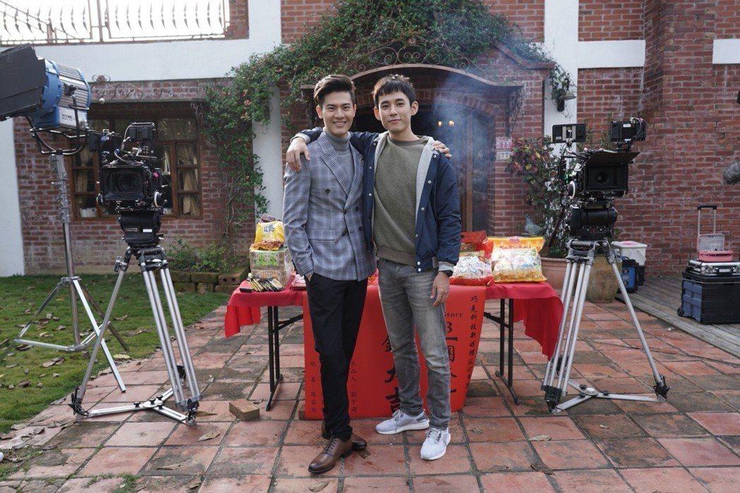 吳承洋(左)、徐鈞浩合作BL劇「圈套」。圖/CHOCO TV提供