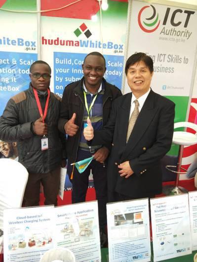 大同大學智慧物聯網研究中心主任鄭福炯(右)日前受邀至非洲肯亞,出席「資通訊高峰會...