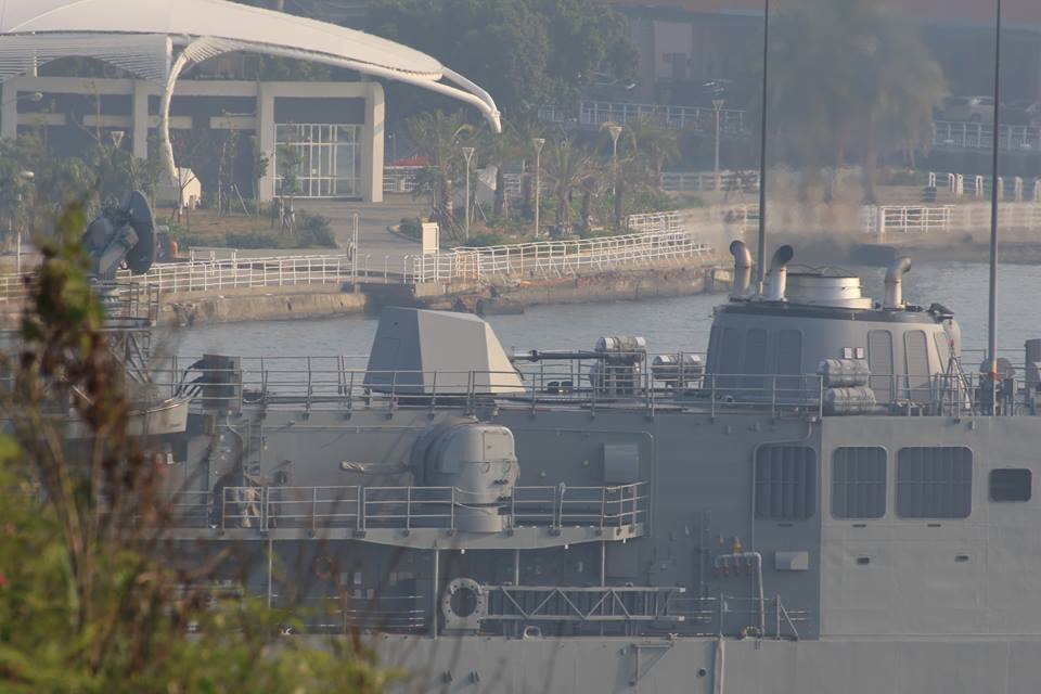 成功級岳飛艦(PFG-1106)上裝設自義大利引進的匿蹤76快砲(圖中),新成軍...