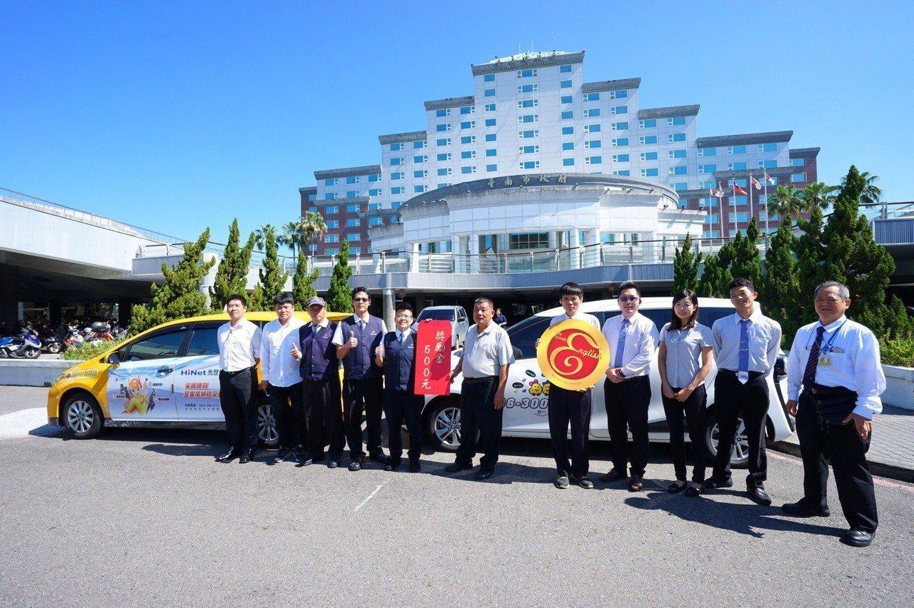 台南市政府透過英語友善標準計畫,提升台南計程車司機英語學習動機。圖/台南市政府提...