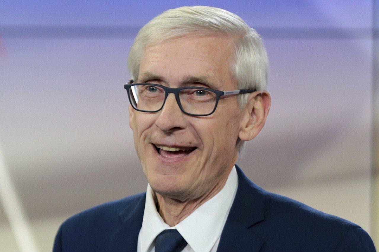 民主黨威州州長候選人艾佛斯以極小差距擊敗沃克。(美聯社)