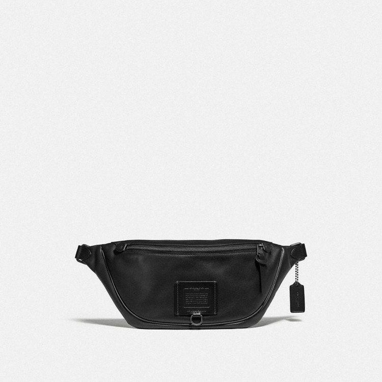 男款黑色腰包,售價14,800元。圖/COACH提供