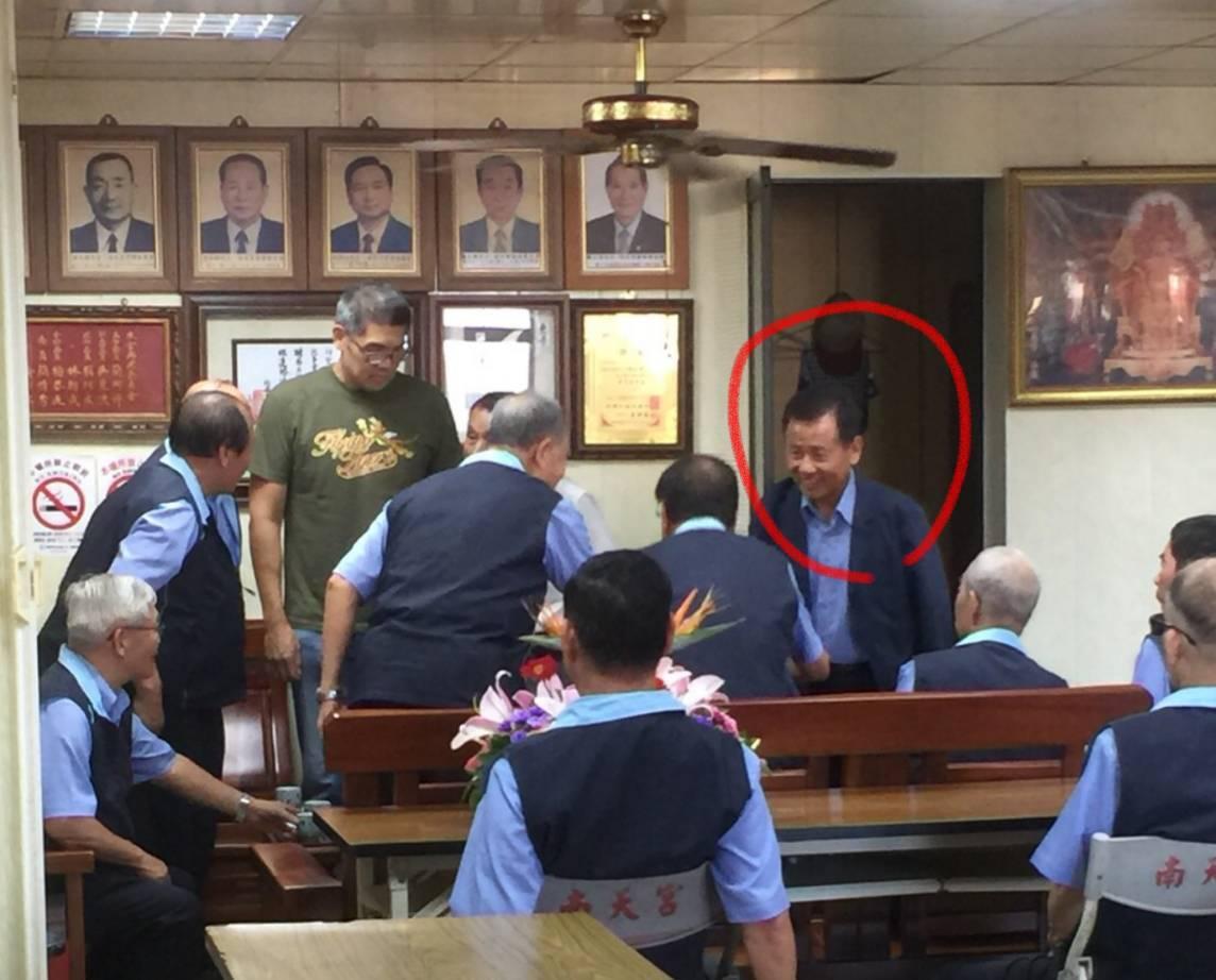 國民黨中常委連勝文到宜蘭掃街拜票時,楊吉雄出面幫忙接待。圖/民進黨宜蘭縣黨部提供