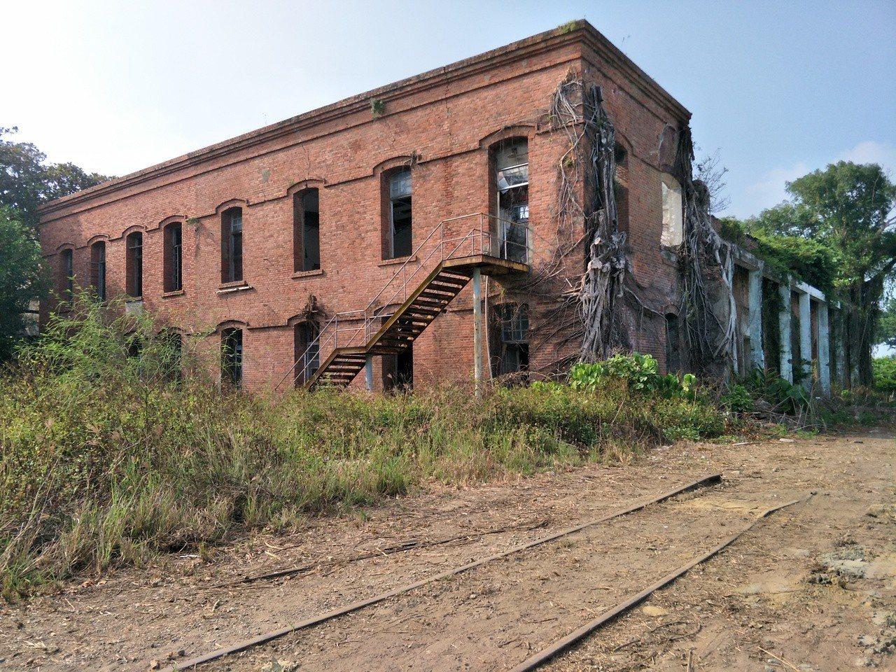 鹽水岸內糖廠殘存老建物、糖鐵。記者謝進盛/攝影