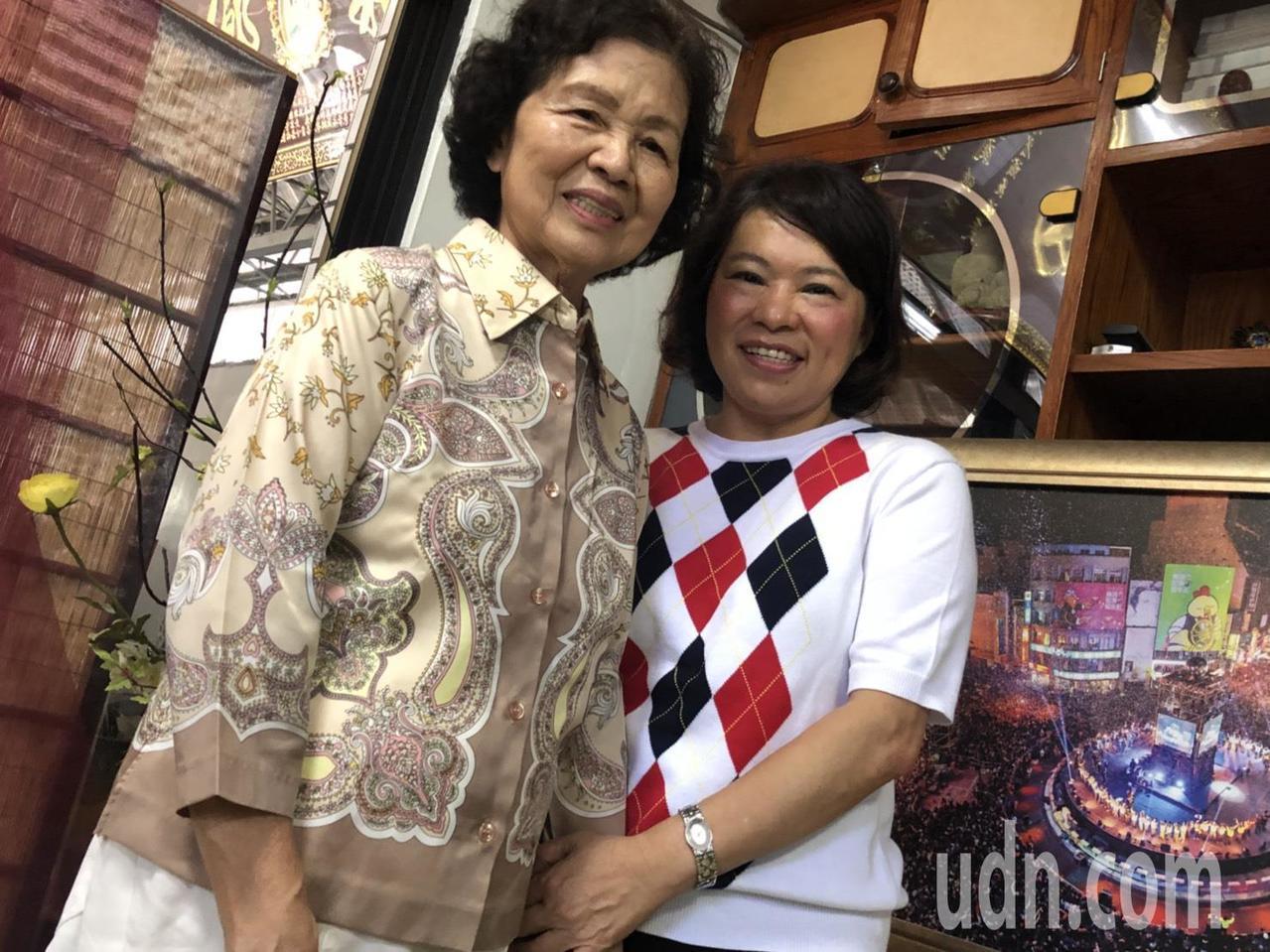 國民黨嘉義市長候選人黃敏惠與母親感情甚篤,母女倆有聊不完的話題。記者王慧瑛/攝影