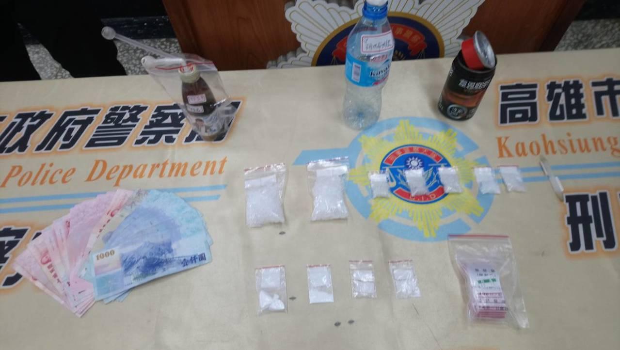 警方現場查獲毒品海洛因等物品。記者劉星君/翻攝