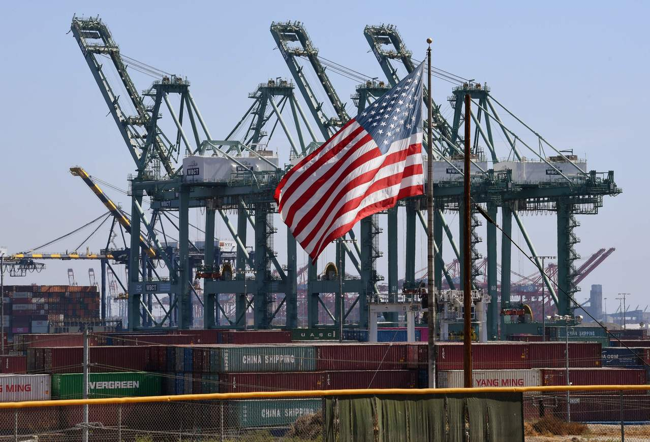 外媒分析,民主黨雖重奪眾院,但大陸貿易戰困境不會消失。圖為大陸貨櫃船在美國加州長...