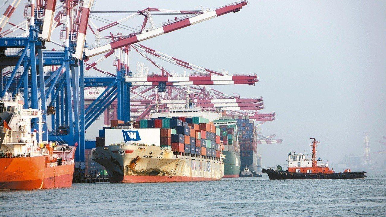 財政部表示,10月出口成長7.3%,近四個月最大增幅。圖為高雄港貨櫃船席。 圖/...