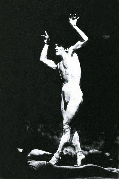 1973年,林懷民演出《盲》。(攝影/姚孟嘉)