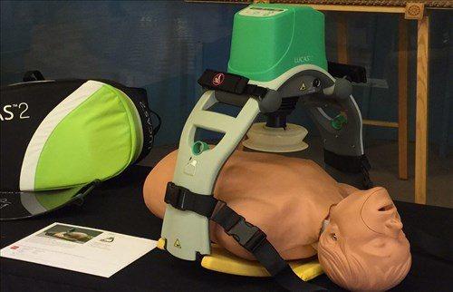 機械式CPR壓胸裝置。圖/摘自Lucas CPR Device 官網