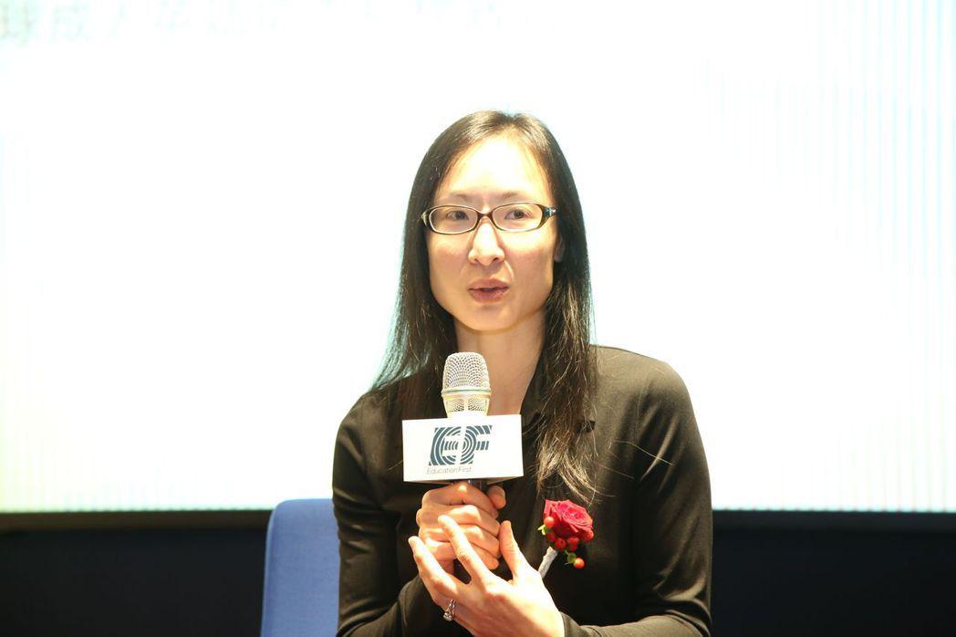 EF台灣區總經理楊愛麟說明英語和雙語教育的重要性   毛洪霖/攝影