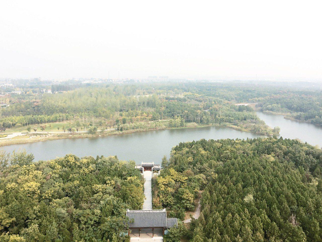 由天和塔頂鳥瞰三台山森林公園,是宿遷最美的「綠肺」。 圖/本報宿遷傳真