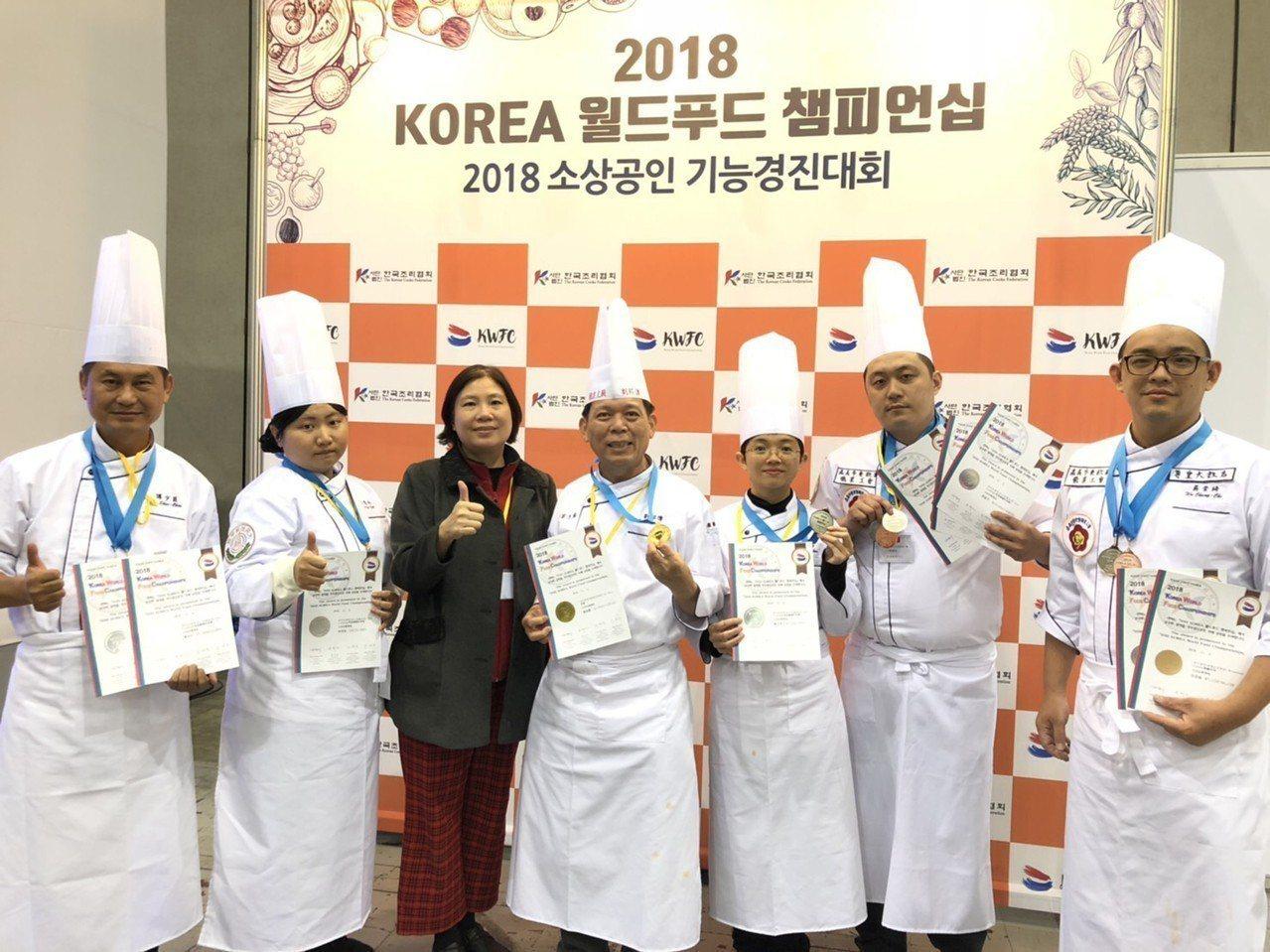 大同技術學院餐飲管理系師生日前參加2018韓國KWFC世界美食挑戰賽,勇奪3金7...