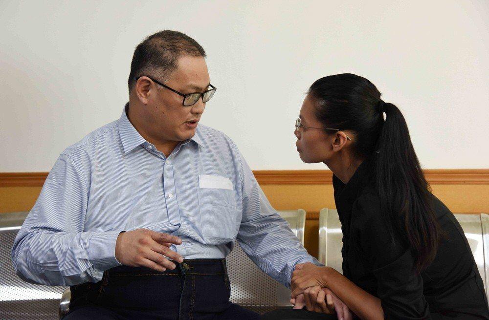 NGO工作者李明哲與其妻李凈瑜。(資料照片)