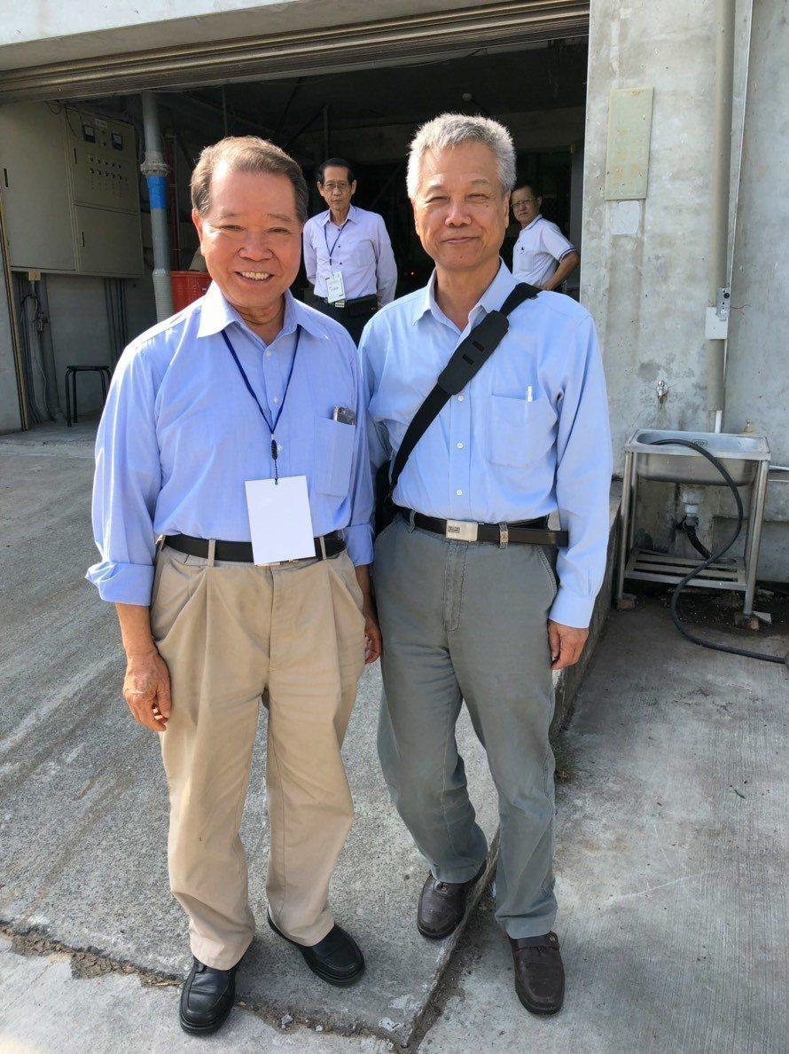 大葉大學食科系教授柯文慶(右)邀請舜堂酒業賴舜堂博士(左)分享製酒經驗。 大葉大...