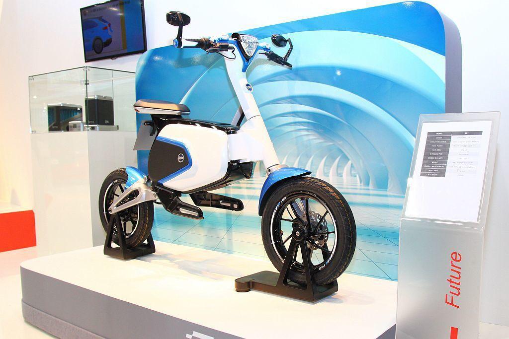 Sym可折疊電動自行車。 記者張振群/攝影
