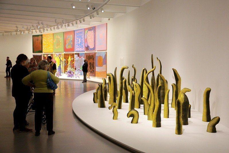 草間彌生在華盛頓赫須巨集博物館展出,攝於2017年。 圖/路透社