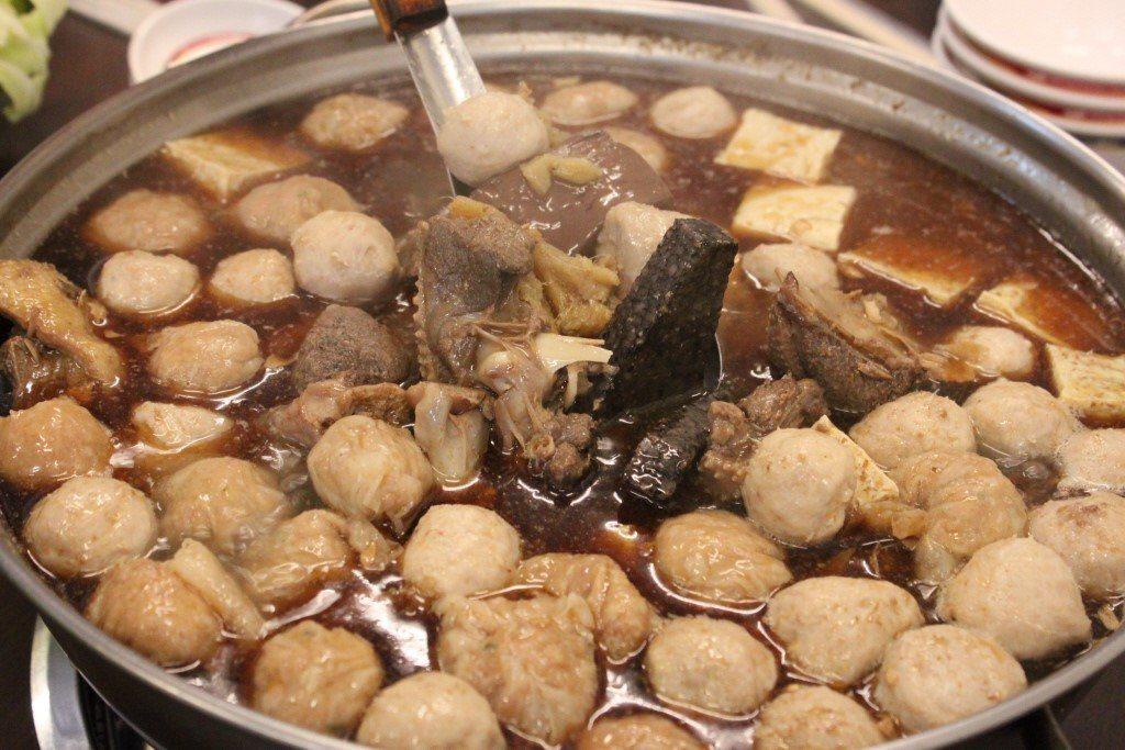 鴨肉丸是很多人去吃薑母鴨必點配料 圖片來源/聯合報系記者 楊德宜/攝影