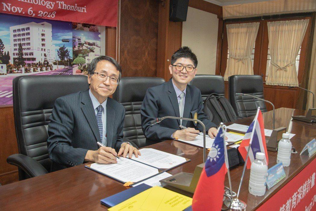 嘉藥校長陳鴻助(左)與泰國蒙庫國王科技大學科學學院長簽署合作協議書。 嘉藥大學/...