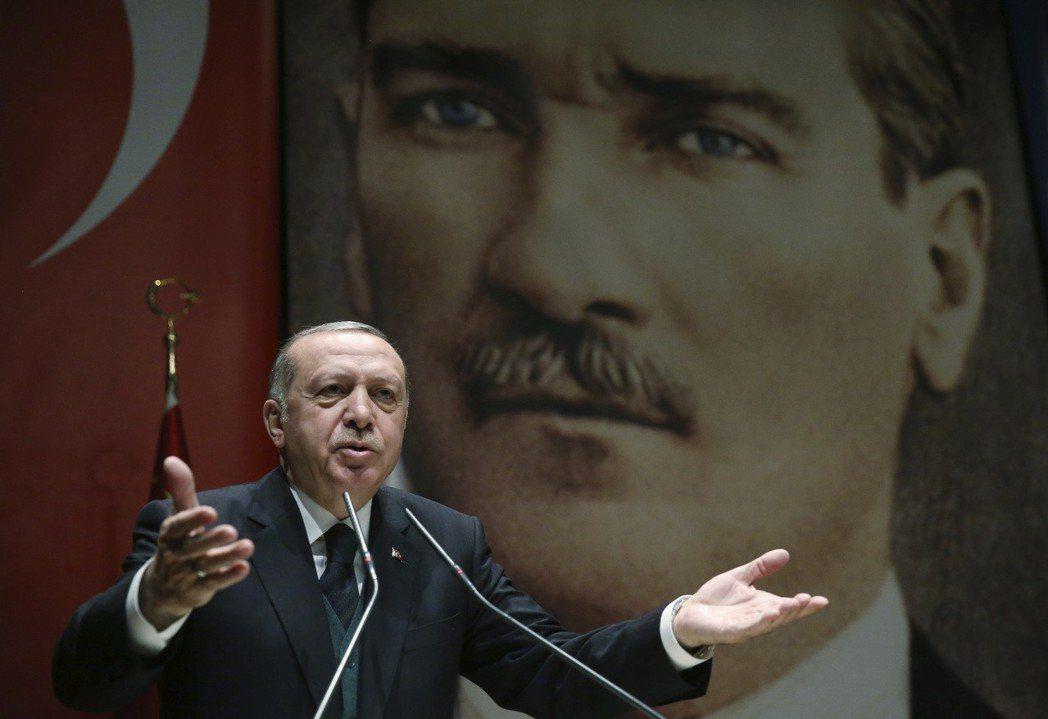 保守派的代表——土耳其現任總統厄多安——又是如何看待凱末爾這位看似與之想法大相逕...