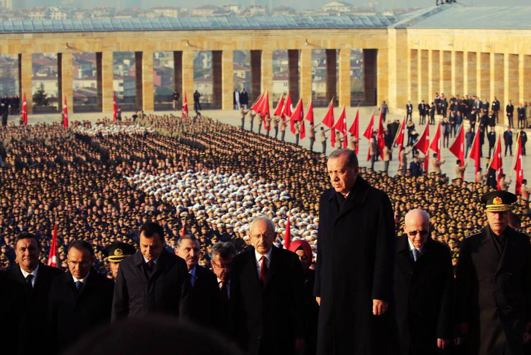 在土耳其國慶日(10月29號)或是凱末爾逝世紀念日時,土耳其民眾更是會人手一支國...