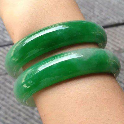 大家都認為翠綠色的玉鐲戴起來很老氣 圖片來源/ wuluhe