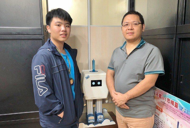 王政輝擔任私人家教指導的學生李英群(左),與同學一起代表學校參加今年「台北市中小...