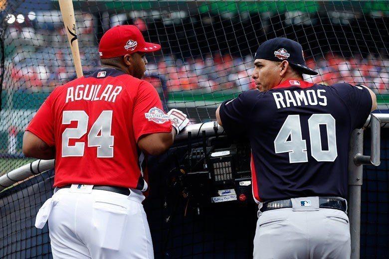 光芒隊拉莫斯(右)被選為今年明星賽的美聯先發捕手,他在下半季被交易到費城人,總計...