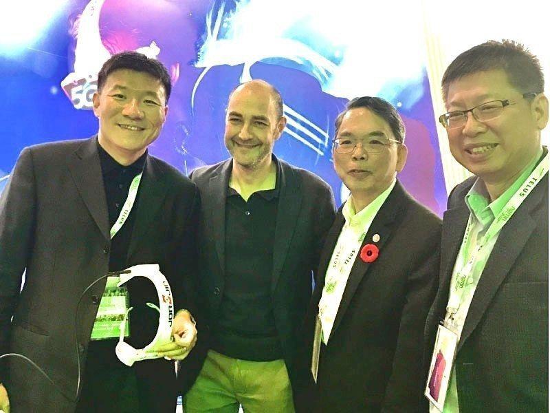 左起:佐臻總經理邢健、Vodafone 技術研發及策略長Luke Ibbetso...