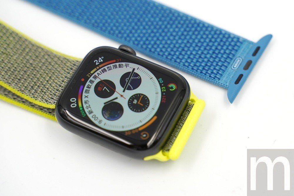 新款44mm規格Apple Watch series 4,搭配使用舊款標示為42...