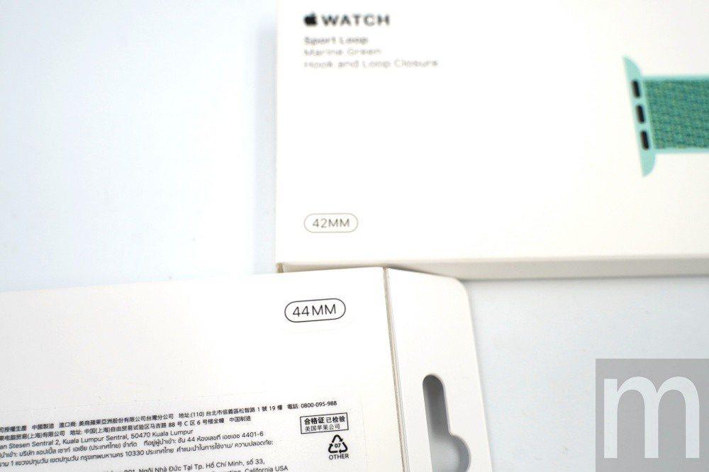 新款錶帶配件會標示44mm,舊款則標示42mm