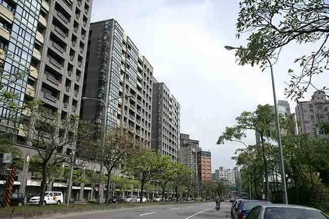 台灣人口開始出現負增長跡象明顯,意味著未來房價不可能出現大幅度上漲