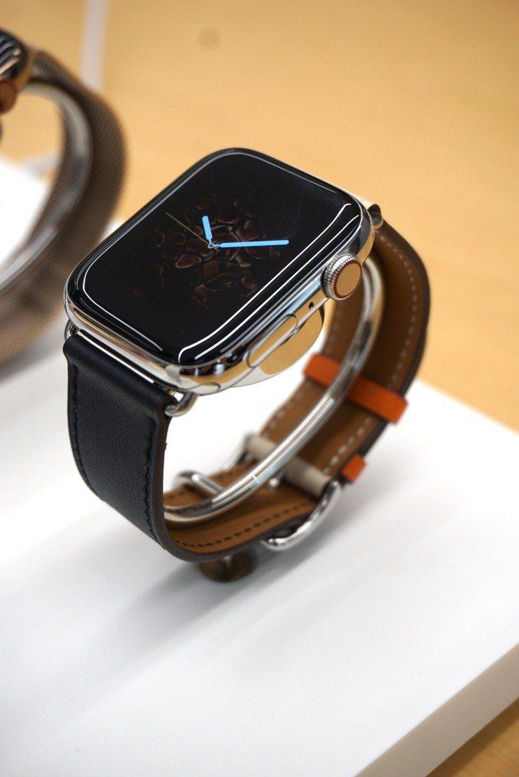 全新外型設計的Apple Watch Series 4,螢幕變大邊框變圓潤體積卻...