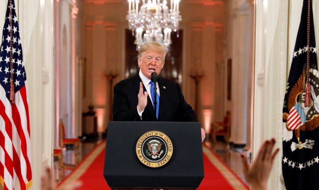 美國期中選舉落幕,總統川普在白宮舉行記者會。 路透