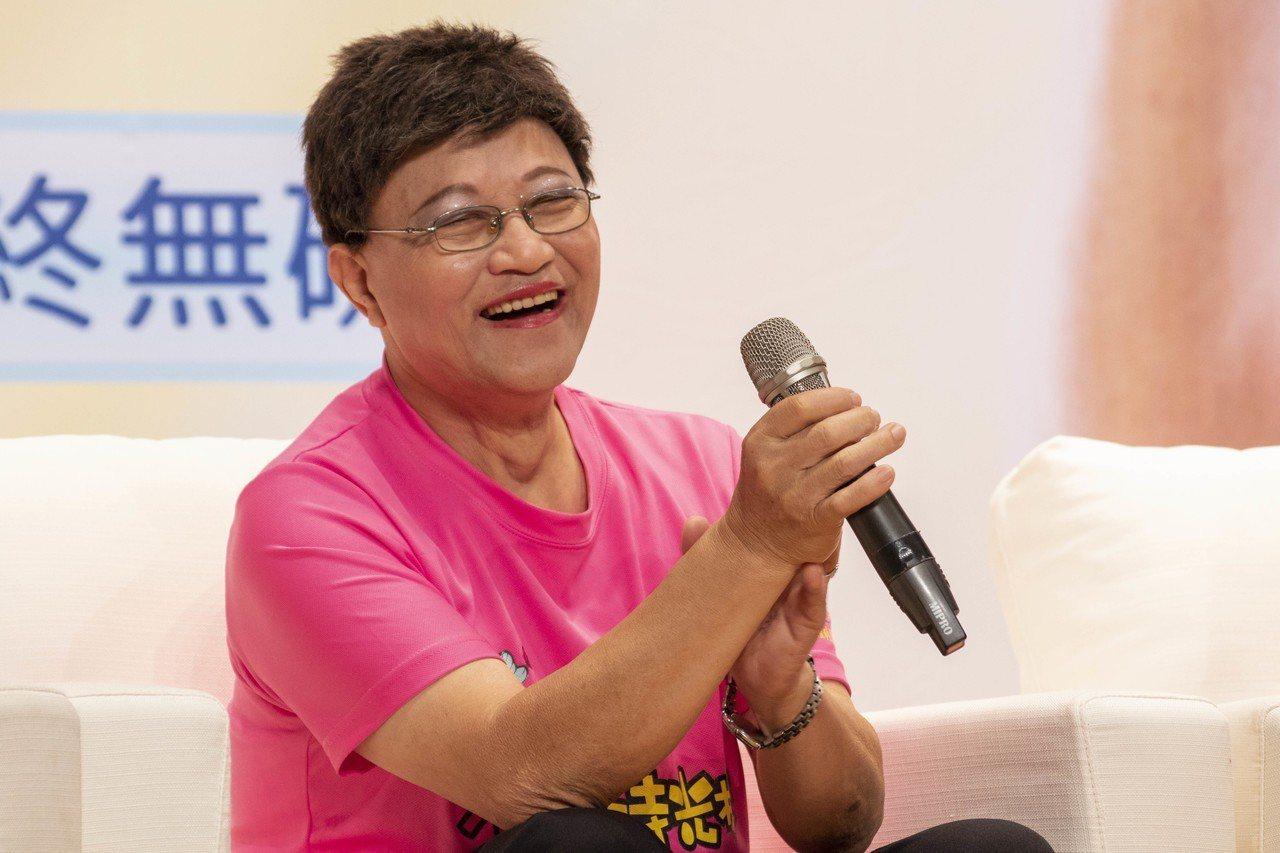 李後存原為鋁窗業者,退休後唱歌跳舞過著豐富的生活,還登上小巨蛋表演。記者王敏旭/...