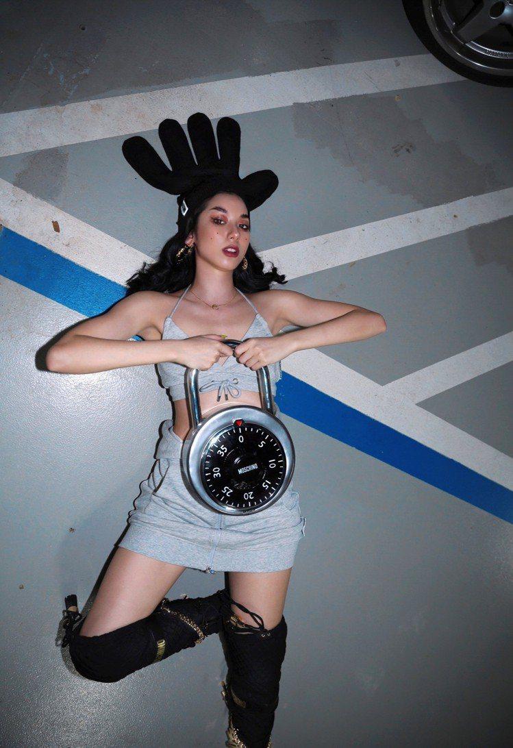 在11月8日開賣前夕,H&M還雇用專業攝影師替網紅、KOL拍攝穿搭Moschin...