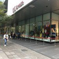 H&M聯名Moschino開賣首日 消費者反應冷排隊人數大減