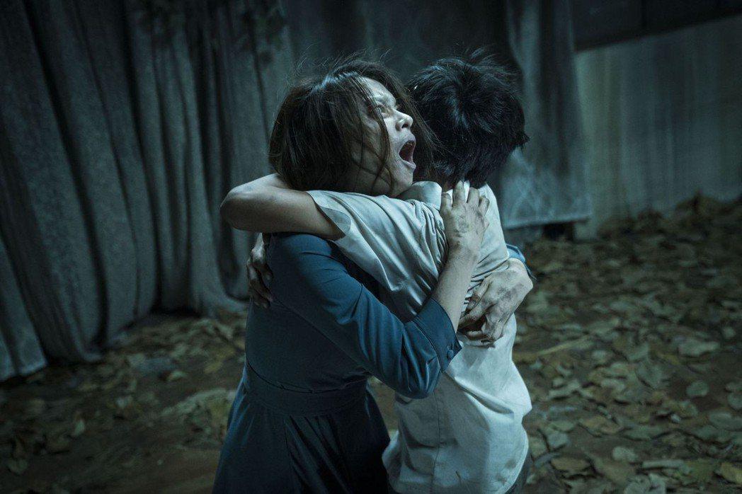 徐若瑄在「人面魚 紅衣小女孩外傳」挑戰驚悚演出,透露以前也曾有類似的恐怖經歷。圖...