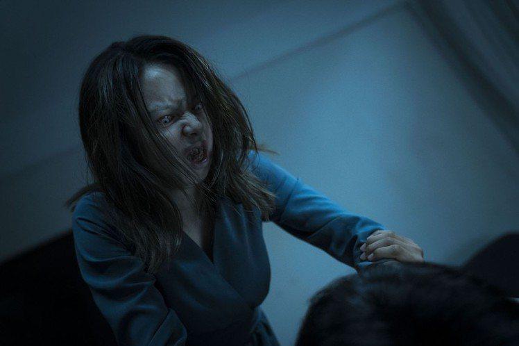 徐若瑄為「人面魚 紅衣小女孩外傳」獻出從影最嚇人的扮相。圖/威視提供