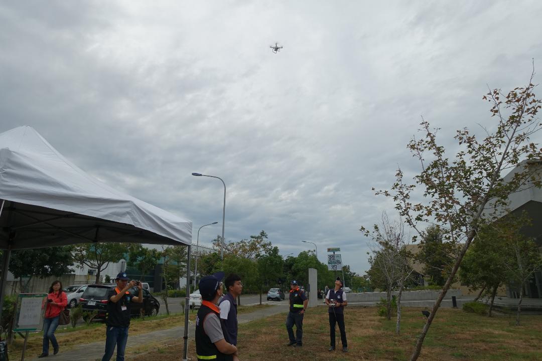 空汙嚴重,南部6縣市啟動飛鷹計畫,派出空拍查緝違法空汙案件。圖/環保局提供