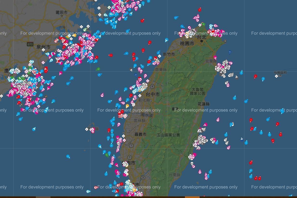 中興大學環工系教授莊秉潔今在臉書說,他模擬推估船舶的汙染占紫爆站PM2.5的比例...